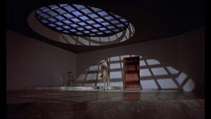 悪役サフィンの隠れ家はケン・アダム『007は二度死ぬ』へのオマージュ【デザインのヒントは安藤忠雄氏】